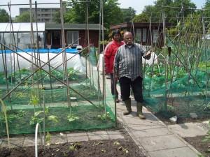 tuin  53 G. Boedhoe met zijn vrouw
